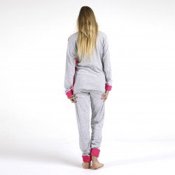 Pijama afelpado fucsia bordado, detalle posterior