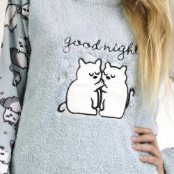 Pijama polar azul bordado, detalle del bordado