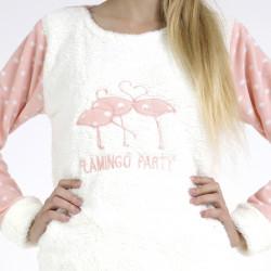 Pijama polar blanco y rosa bordado, detalle del bordado