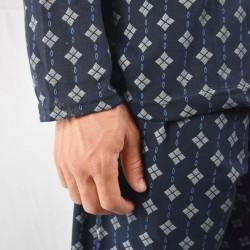 Pijama hombre gris claro con fondo dibujo negro, modelo ANETO, detalle de las mangas