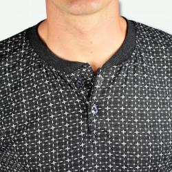 Pijama hombre modelo SAAS color gris oscuro, detalle del cuello